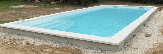 Photos des piscines distribu es par aigo piscines l for Piscine coque blanche