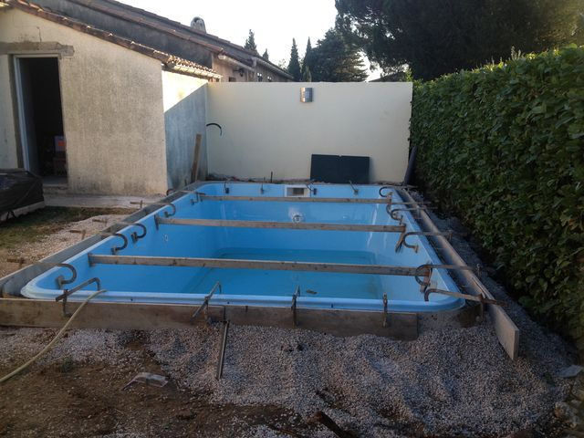 Photos des piscines distribu es par aigo piscines l for Ceinture beton piscine coque